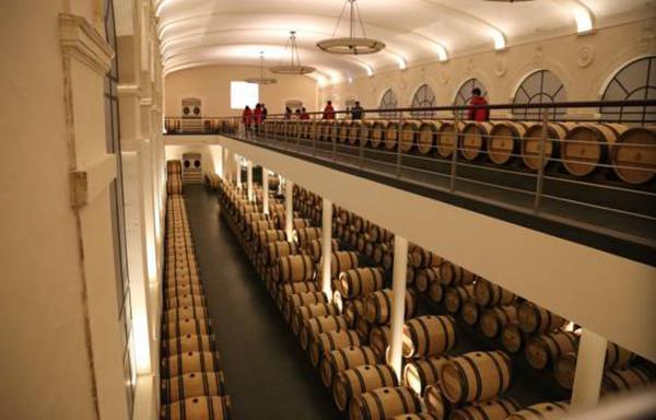 酒庄使用70%的新橡木桶存储葡萄酒并进行酒精发酵